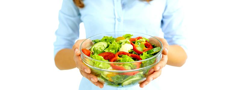 salátakínálás